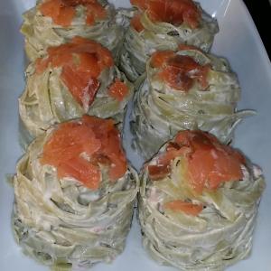 tallerinis amb salmó-apat-catering-vialfranca